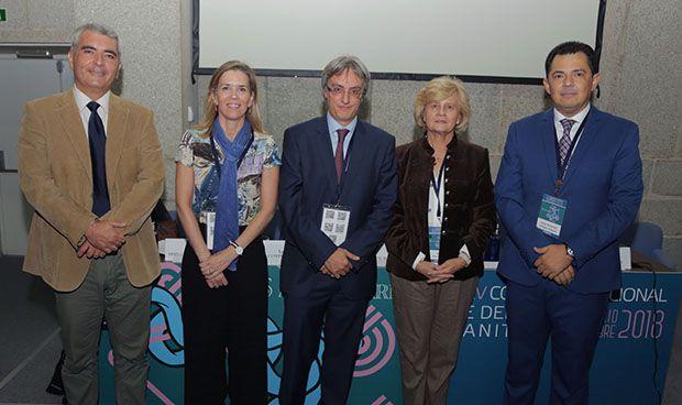 """""""ES NECESARIO REGULAR LA RESPONSABILIDAD CIVIL DE LOS ROBOTS MÉDICOS"""""""