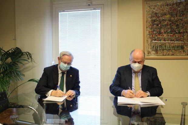 El CGCOM, la FFOMC y la AEDS suman sinergias para promover conocimientos teórico-prácticos sobre Derecho Sanitario